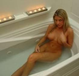 Loira gostosa se exibindo no motel