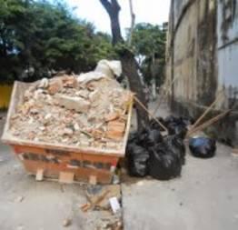 Papa Metralha e sacos de lixo