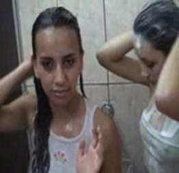 Video de putaria no banheiro