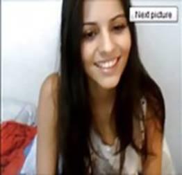 Daiana delicinha brasileira se toca peladinha na webcam
