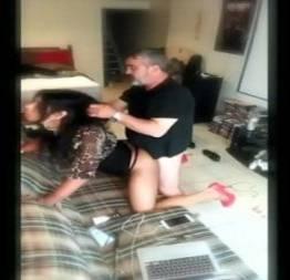 Safado pegou a empregada de jeito e enfiou a rola nela