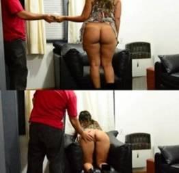 Cliente casada mostrando o cu pro entregador