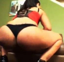 Regina spice - negra sentando na pica grande ? novinha de shortinho