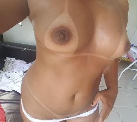 Morena bronzeada peladona