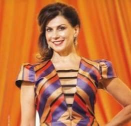 Angela dippe pelada em cena de sexo na série o negócio