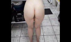 Novinha branquinha pediu pra arregaçar o cu