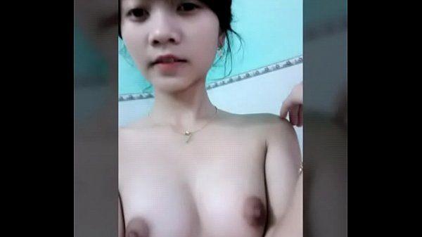 Gatinha estudante do vietna trepando muito com a câmera escondida