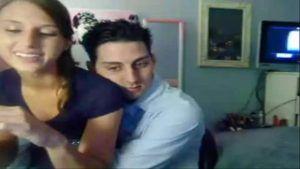 Novinha sexo virtual resolveu transar gostoso com webcam ligada