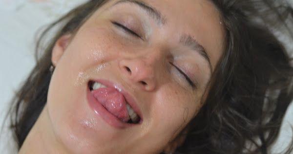 Adoradora de porra - 120 gozadas na cara da esposa carioca  - Google Photos