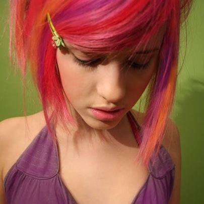 Novinha emo do cabelo colorido mamou igual putinha