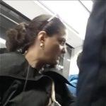 Sexo com coroa safada no metrô