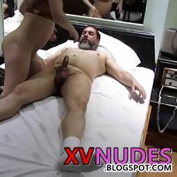 Tiozão metendo com morena gostosa - XV NUDES