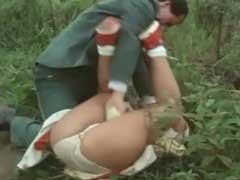 Meninas virgens sendo estuprada no meio da estrada