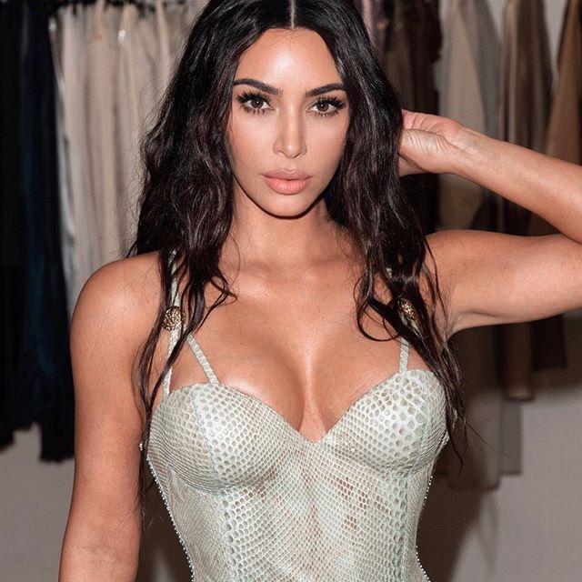 Kim Kardashian nua em fotos vazadas - Tia Tanaka