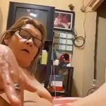 Senhora safada se masturbando querendo pau