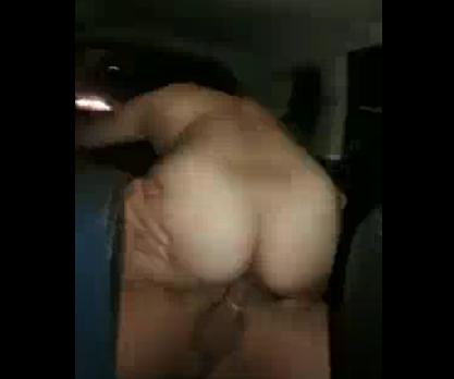 Uber filma mulher fodendo no carro