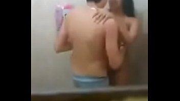 Flagrados no banheiro em sexo