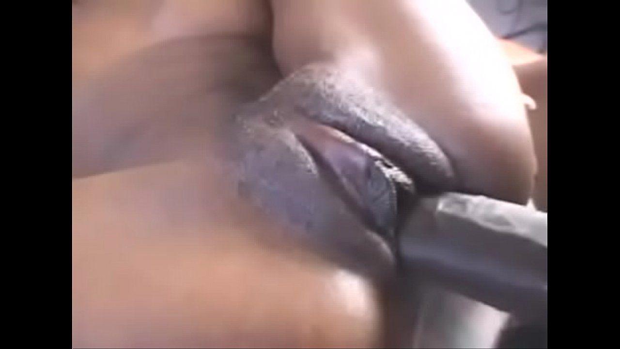 Buceta carnuda inchada tomando pirocada dentro