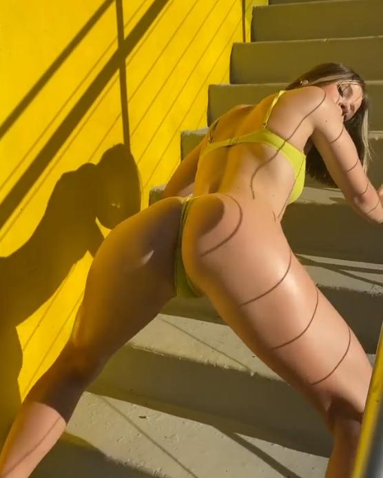 Novinha Sensual Dançando Na Escada - Novinha Do Zap Safada
