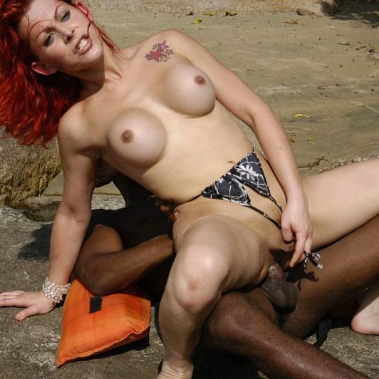 Ruiva Cinthya Marinho pegou negão na praia