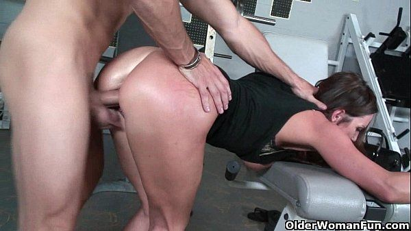 Sexo na academia: loira fitness
