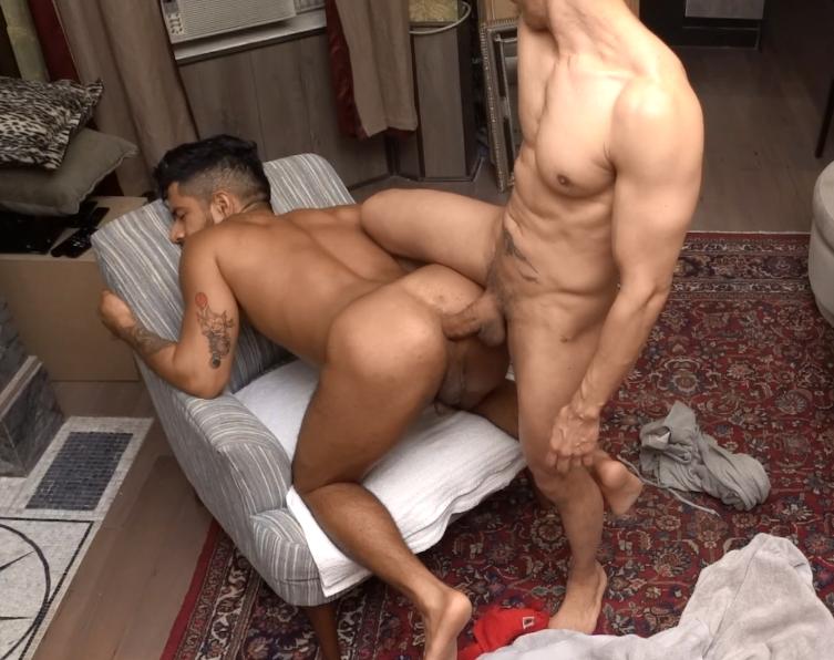 uma tora dentro do meu cu!