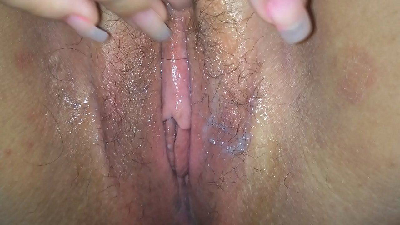 Casada gostosa toda tendo um orgasmo esfregando a ppk