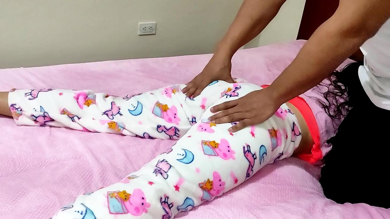 Minha sobrinha dói e eu faço massagens o dia em que me aproveito da fraqueza de minha sobrinha