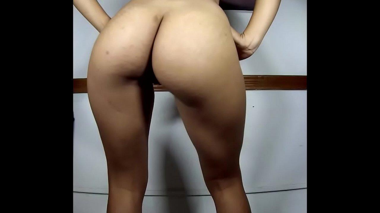 Caseira toda pelada dançando nua de costas