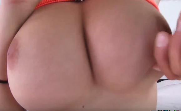 Jovem mulher encantada com peitos grandes - Xvideos Porno online - Assistir Porno Grátis