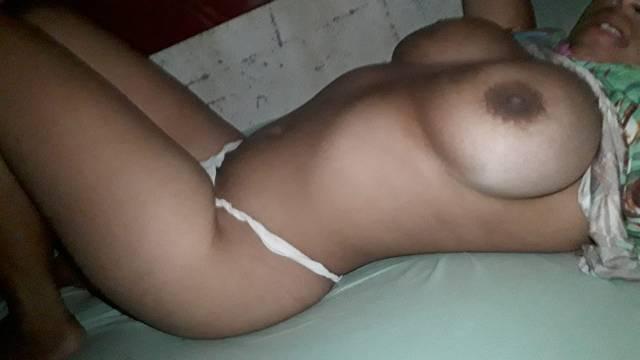 Amadora peituda mandou nudes no zap        -         FlixAmador