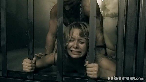 Dando a buceta a força na cadeia