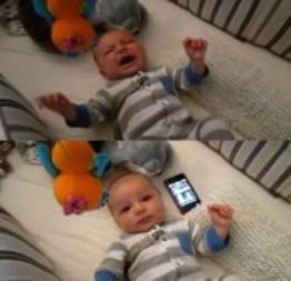 Tem uma coisa muito diferente que faz essa bebezinha parar de chorar