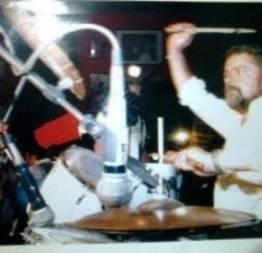 Lula tocando bateria