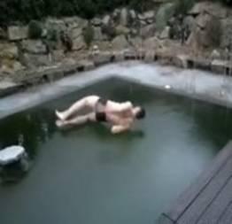 O que acontece quando se mergulha em uma piscina congelada