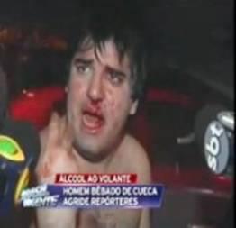 Bêbado cuecão bate em repórter