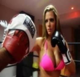 Denise Rocha, Furacão da CPI posa como ring girl em ensaio sensual