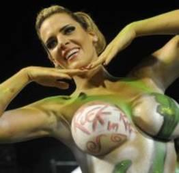 Furacão da CPI estreia na Sapucaí com corpo pintado