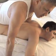 Casal gostoso tirando a virgindade de boy novinho