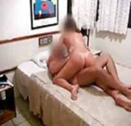 Corno filma esposa dando pra outro