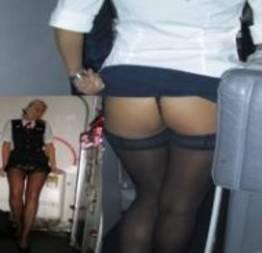 Aeromoças reais em imagens quentes e sensuais fotografadas por passageiros