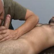 Tiozão se deliciando com parrudão peludo