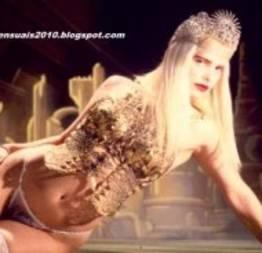 Cicciolina, quem já foi rainha jamais perde a majestade