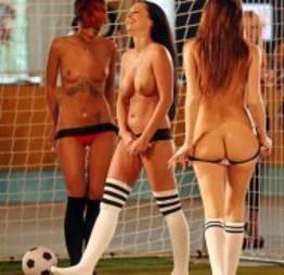 Fotos do primeiro campeonato de futebol nu