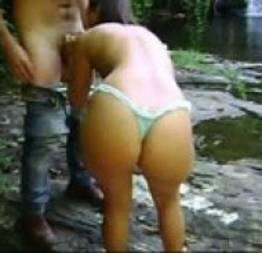 Loira na cachoeira pagando boquete