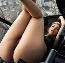 Pietra Príncipe mostrando a buceta na Playboy