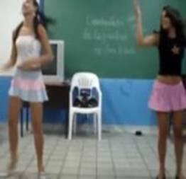 Novinhas bombando na sala de aula
