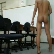 Bateu uma punheta na sala de aula