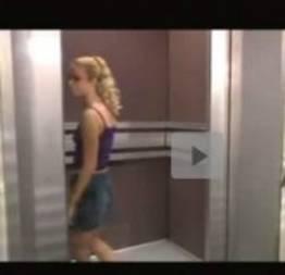 Safada gostosa dando no elevador