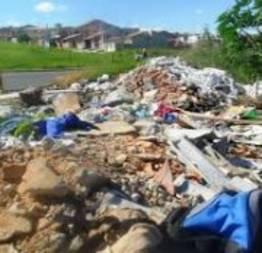 Lixo e entulhos a vontade